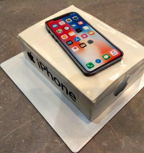 Торт в виде iPhone X