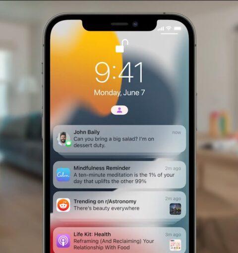 iPhone с iOS 15