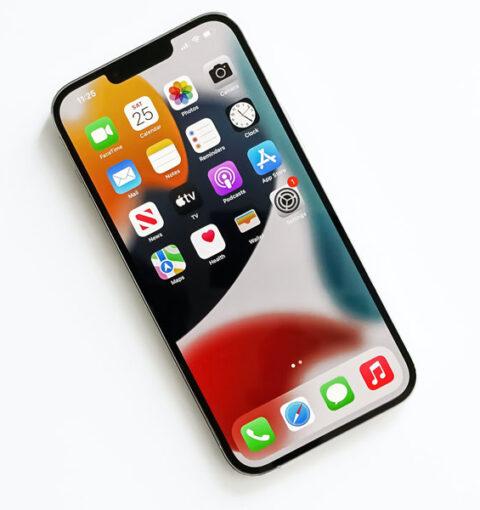 iPhone 13 с iOS 15